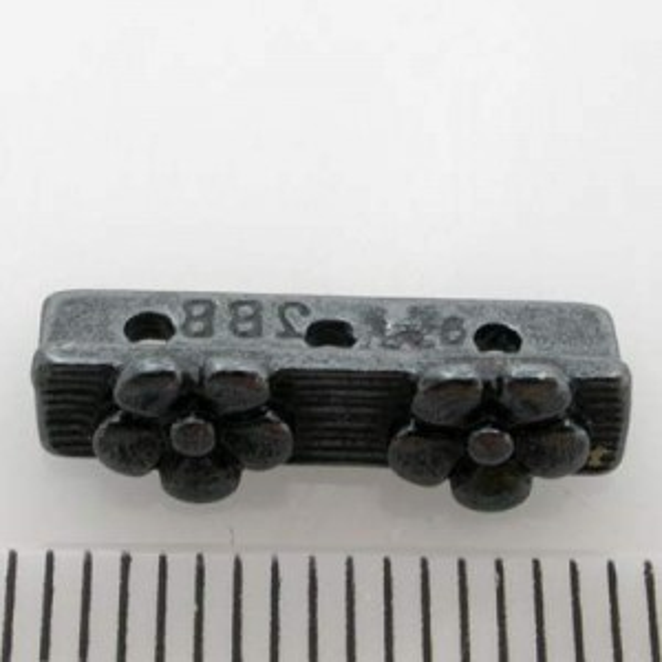 16mm 3-Row Spacer W/ 2 Daisies Pewter W/ Gun Metal Finish 10pcs