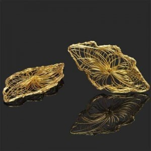 70x37mm Handmade Wired Leaf Pendant Forever Gold™ 1pc